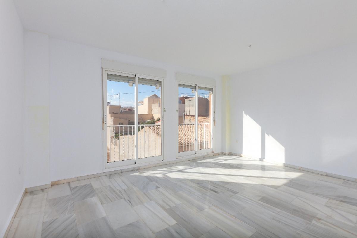 Piso en venta en El Campello, Alicante, Calle Almirall Roger Lluria, 96.000 €, 3 habitaciones, 2 baños, 101 m2