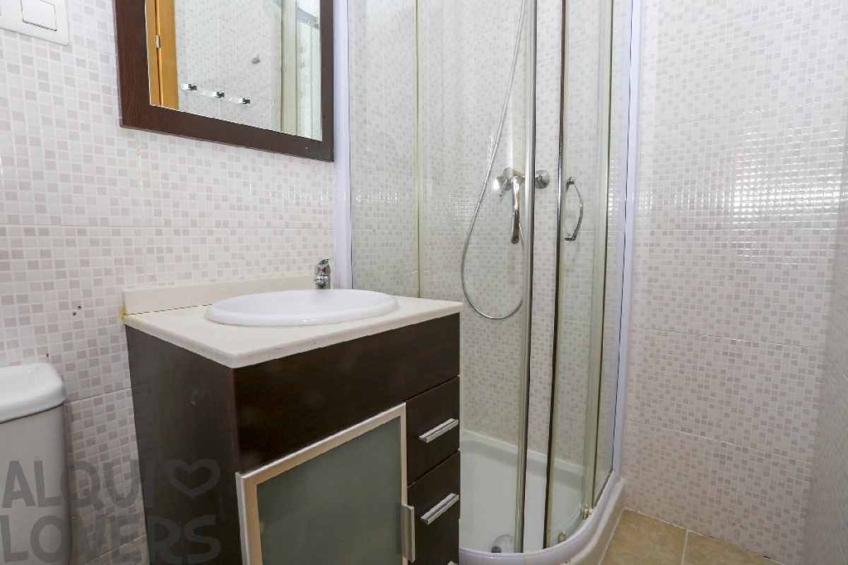 Piso en venta en Piso en Oropesa del Mar/orpesa, Castellón, 84.000 €, 2 habitaciones, 2 baños, 74 m2