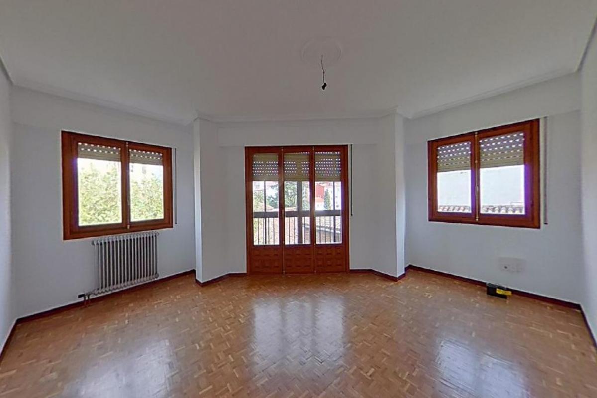 Piso en venta en Talavera de la Reina, Toledo, Calle Hospital, 75.000 €, 4 habitaciones, 2 baños, 144 m2