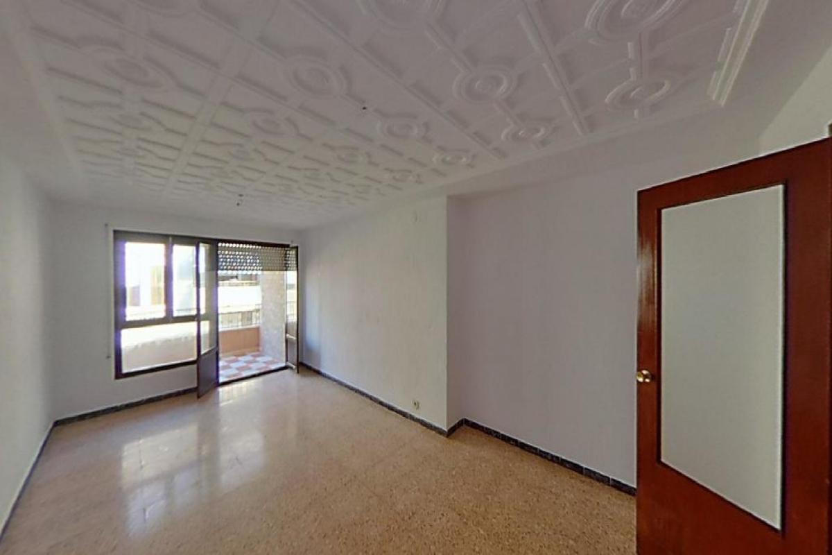 Piso en venta en El Campello, Alicante, Calle Alcalde Baeza Santamaria, 84.000 €, 3 habitaciones, 2 baños, 122 m2