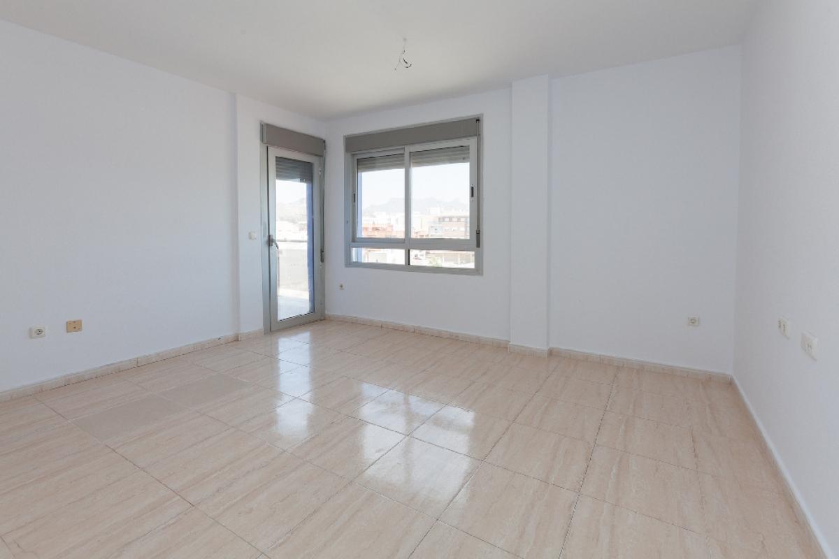 Piso en venta en Mazarrón, Murcia, Calle Fundicion, 65.000 €, 3 habitaciones, 1 baño, 76 m2