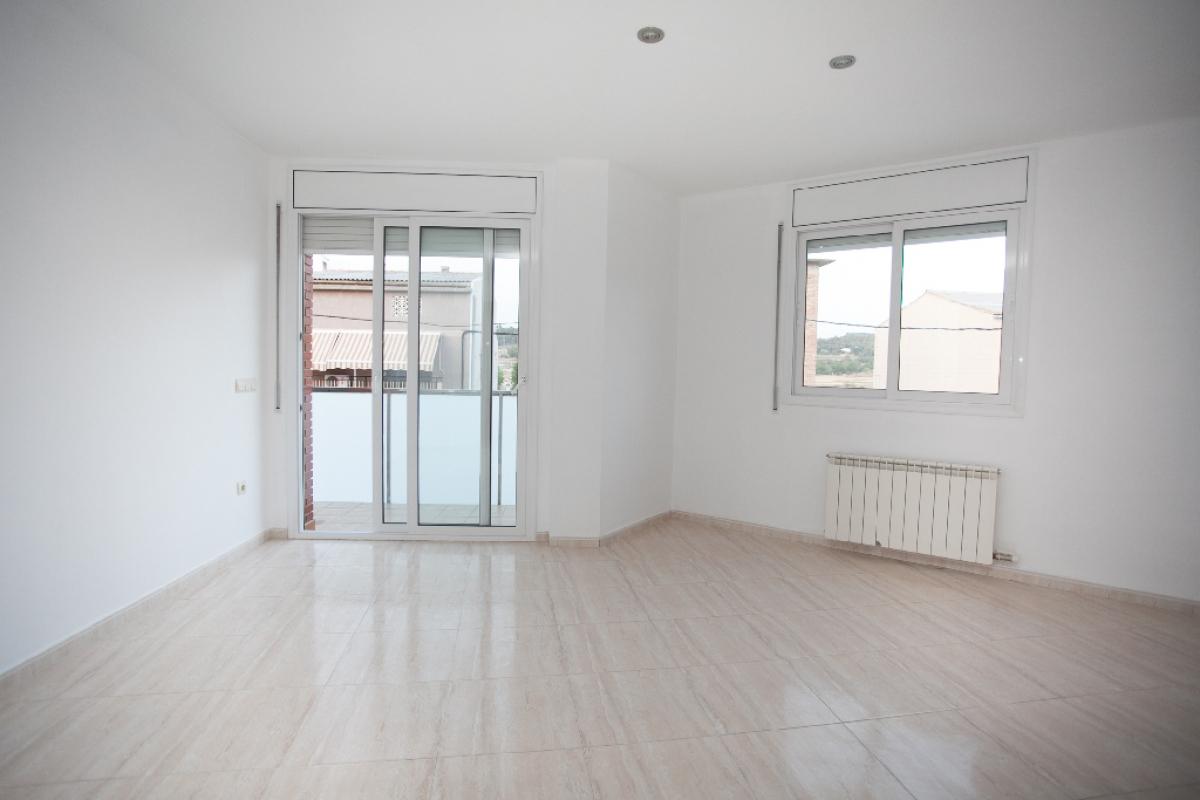 Piso en venta en Navarcles, Barcelona, Calle Cuesta Talamanca, 102.000 €, 3 habitaciones, 2 baños, 105 m2
