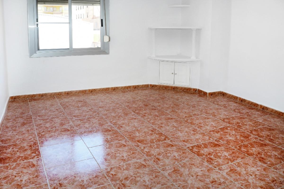 Piso en venta en Vila-real, Castellón, Plaza Escultor Ortells, 36.500 €, 3 habitaciones, 1 baño, 70 m2