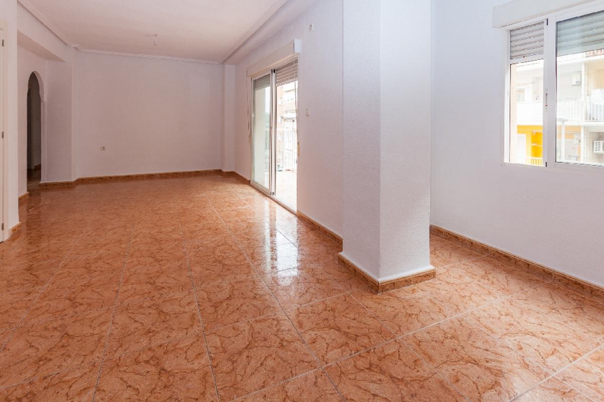 Piso en venta en Cartagena, Murcia, Calle Juan de la Cueva, 100.000 €, 4 habitaciones, 2 baños, 117 m2