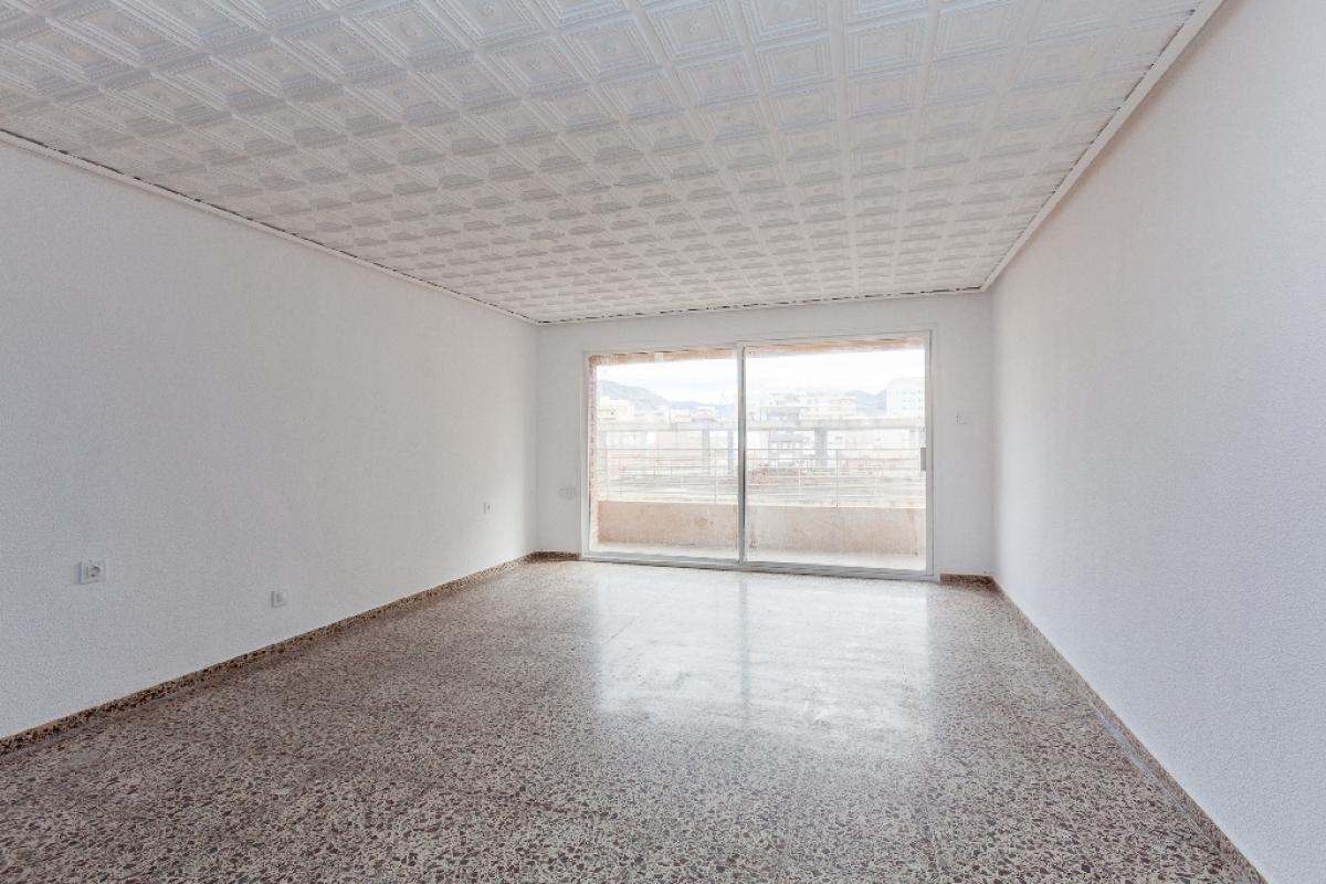 Piso en venta en Elda, Alicante, Avenida Chapi, 77.000 €, 4 habitaciones, 2 baños, 130 m2