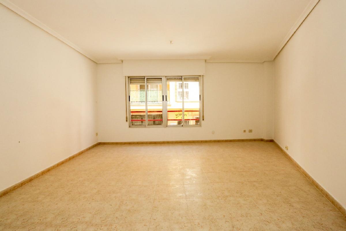 Piso en venta en Sant Joan de Moró, Castellón, Calle Cervantes, 64.000 €, 4 habitaciones, 2 baños, 139 m2