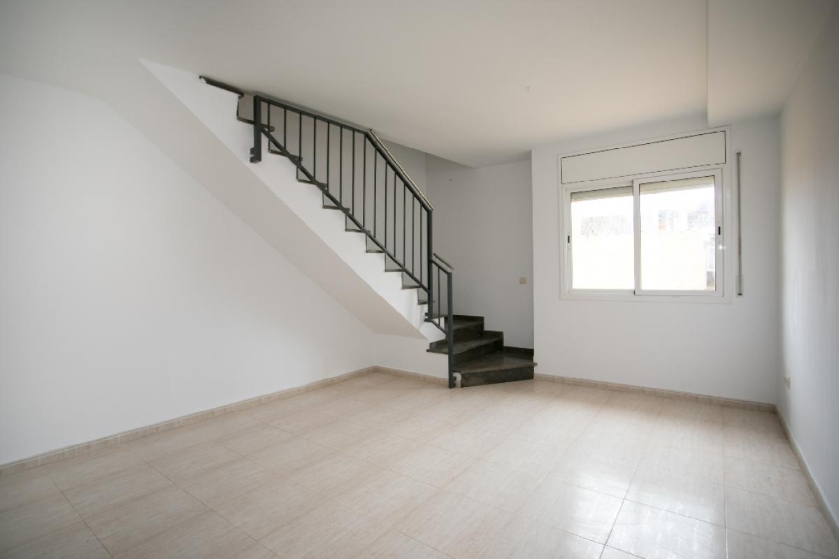 Piso en venta en Tordera, Barcelona, Calle Romero de Torres, 104.500 €, 3 habitaciones, 2 baños, 107 m2