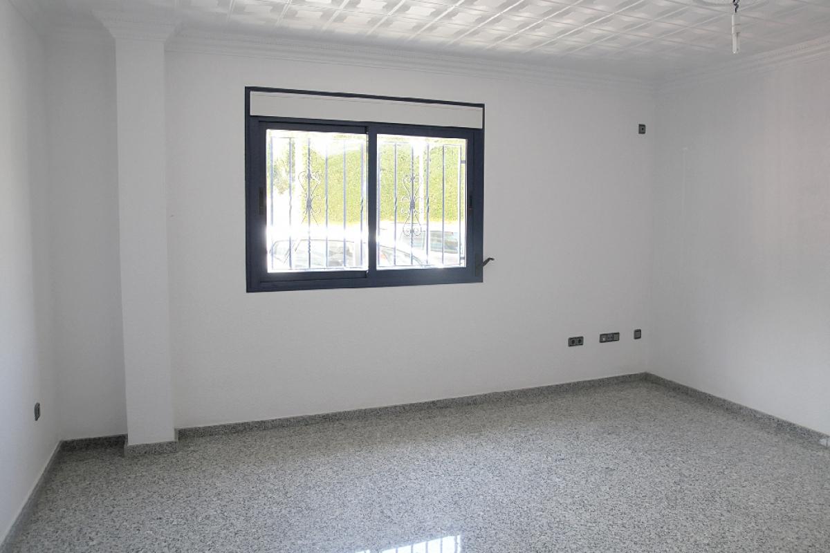 Piso en venta en La Nucia, Alicante, Calle Collao, 111.500 €, 3 habitaciones, 2 baños, 138 m2