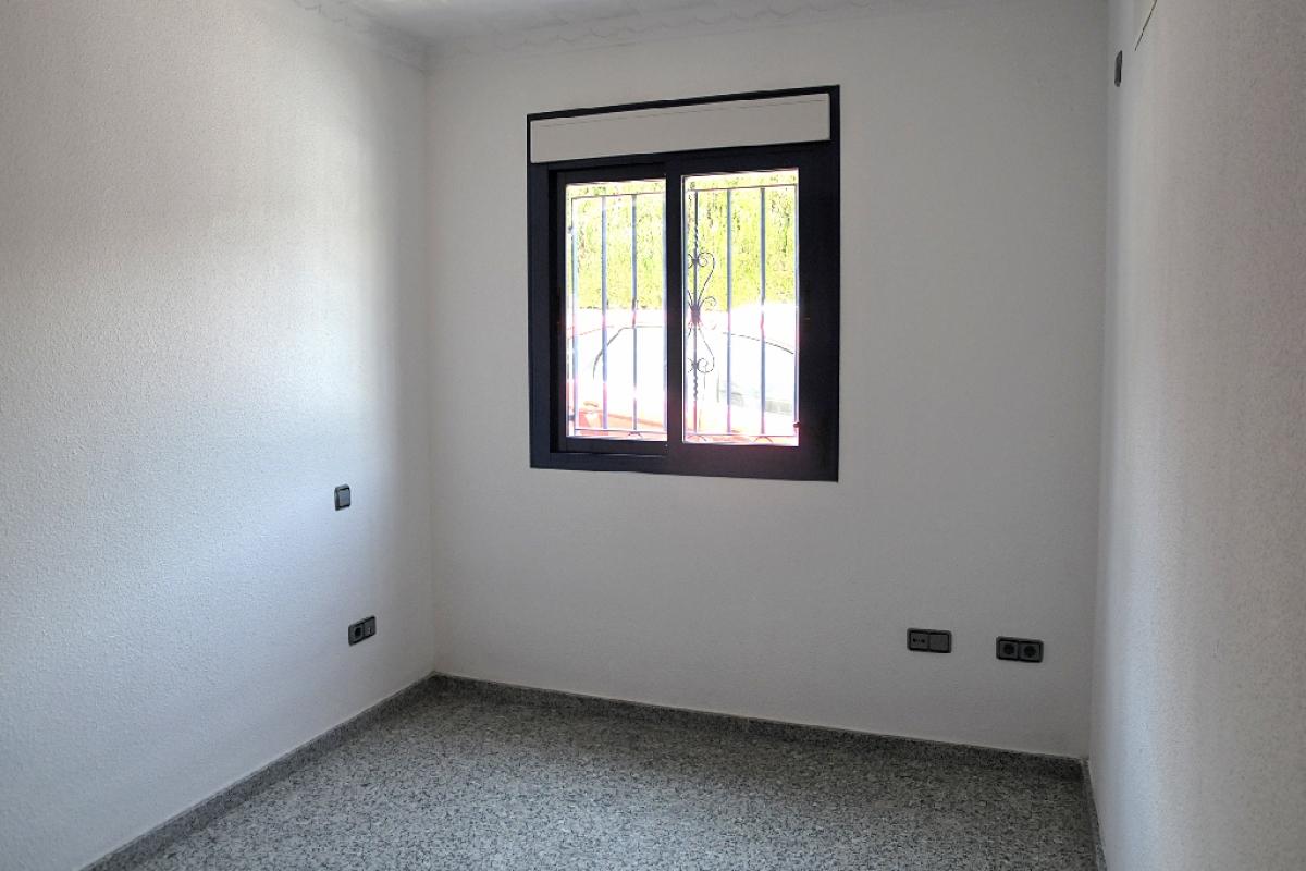 Piso en venta en Piso en la Nucia, Alicante, 106.500 €, 3 habitaciones, 2 baños, 138 m2