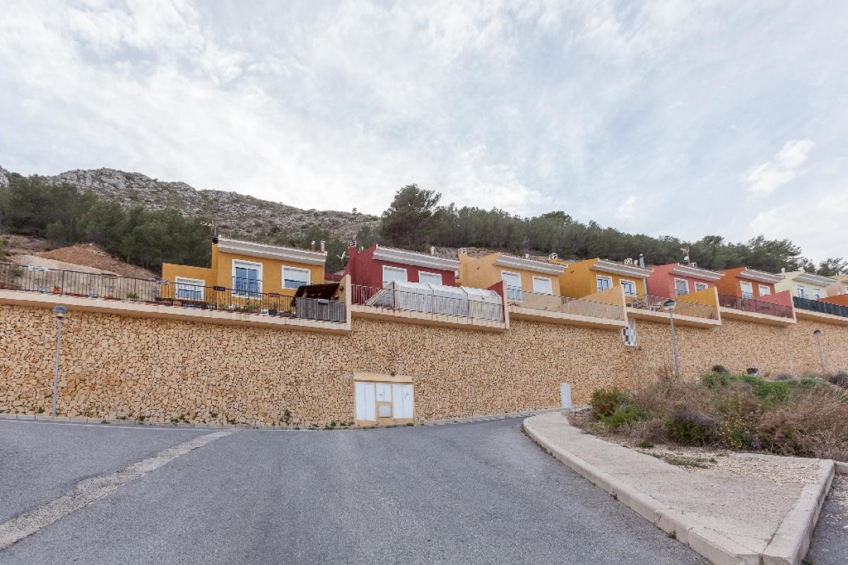 Casa en venta en Callosa D`en Sarrià, Alicante, Urbanización la Almedia, 111.500 €, 3 habitaciones, 3 baños, 108 m2
