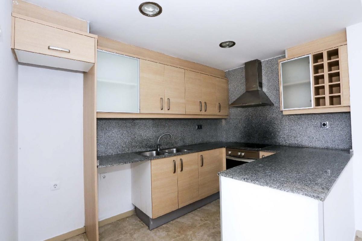 Piso en venta en Piso en Benicarló, Castellón, 144.500 €, 3 habitaciones, 2 baños, 138 m2