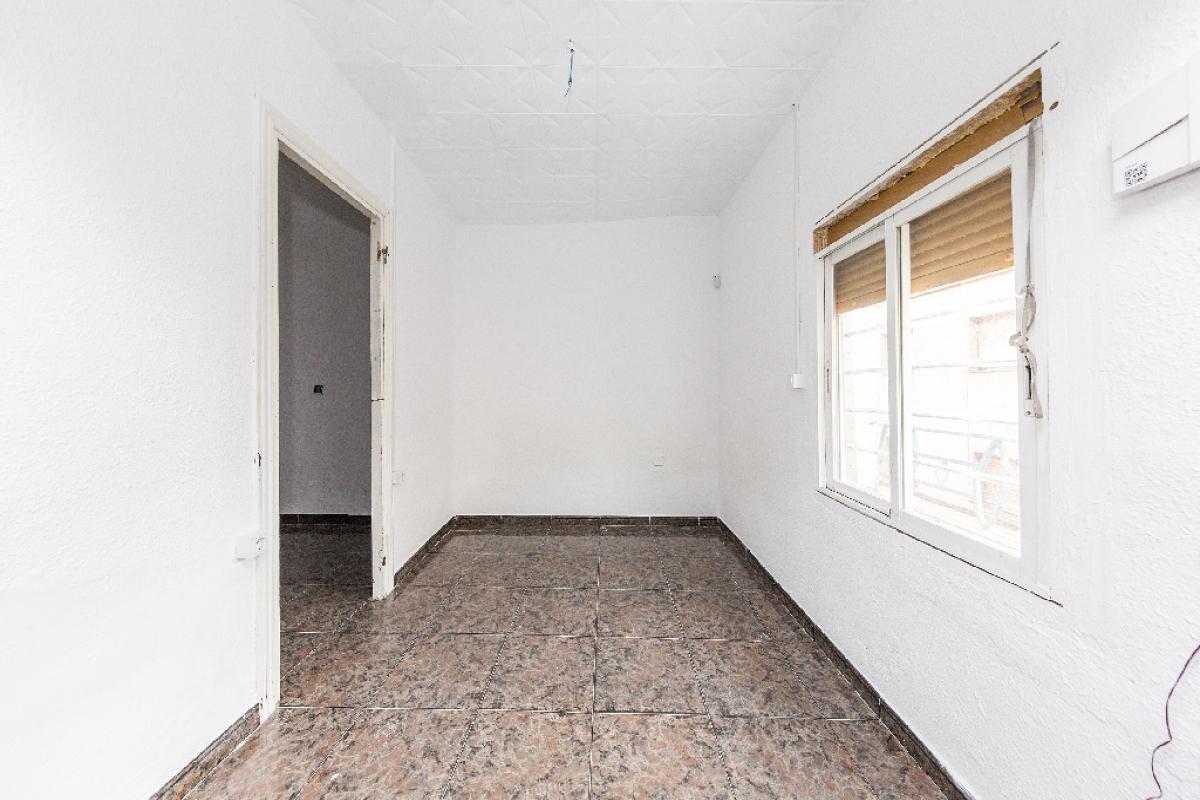 Piso en venta en Santa Coloma de Gramenet, Barcelona, Calle Elcano, 78.500 €, 2 baños, 51 m2