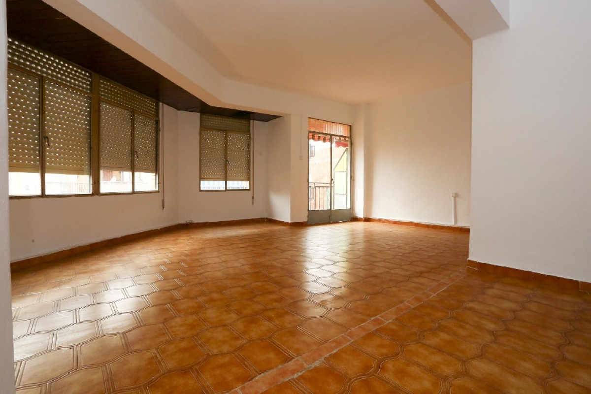 Piso en venta en Benicarló, Castellón, Calle Joan Xxiii, 62.000 €, 4 habitaciones, 1 baño, 115 m2