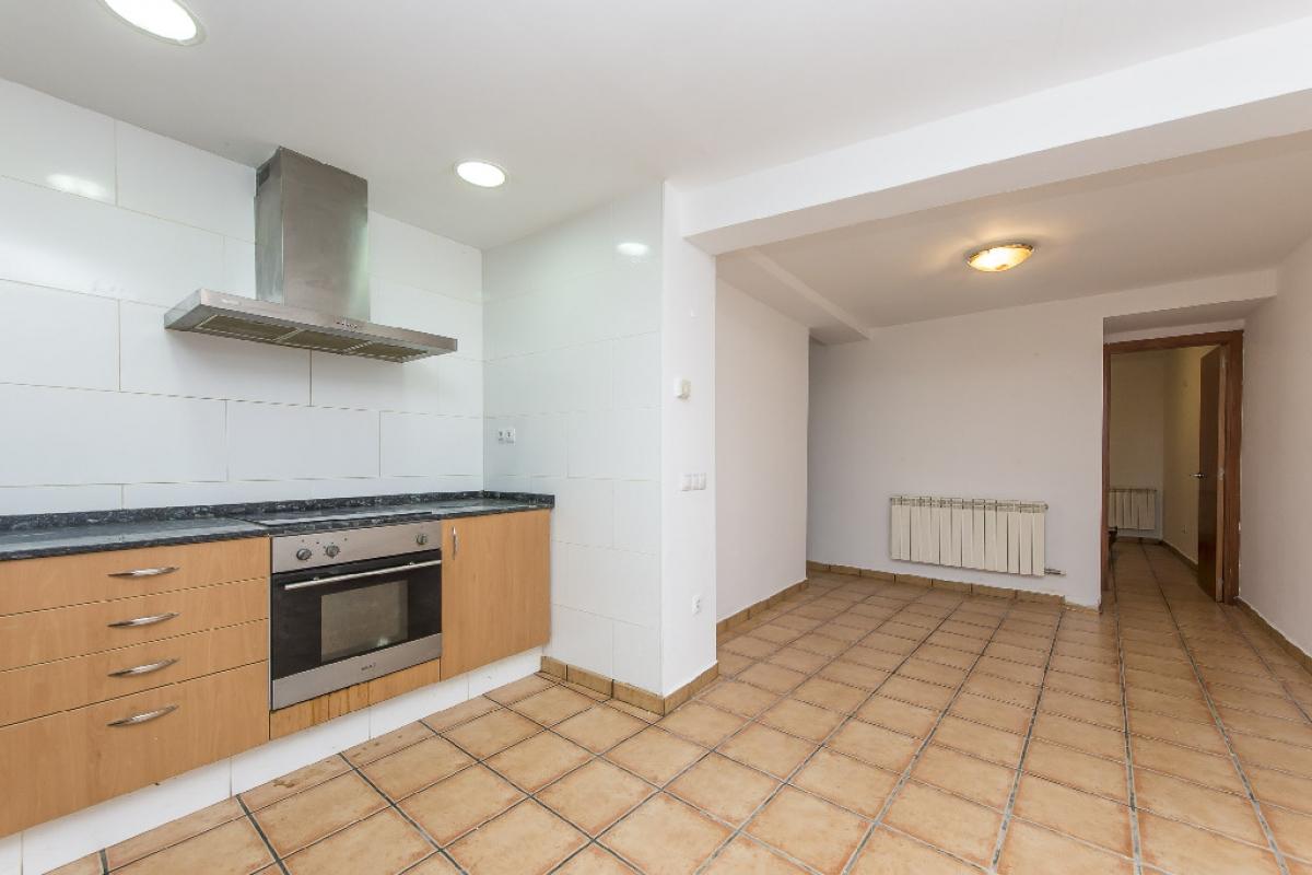 Piso en venta en Berga, Barcelona, Calle Alpens, 40.250 €, 2 habitaciones, 1 baño, 71 m2
