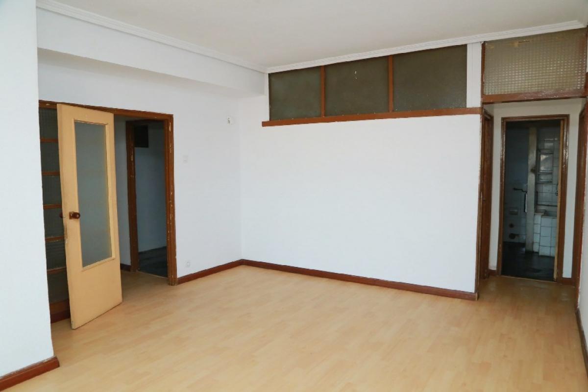 Piso en venta en La Corredoria Y Ventanielles, Oviedo, Asturias, Plaza General Primo de Rivera, 172.500 €, 3 habitaciones, 1 baño, 125 m2
