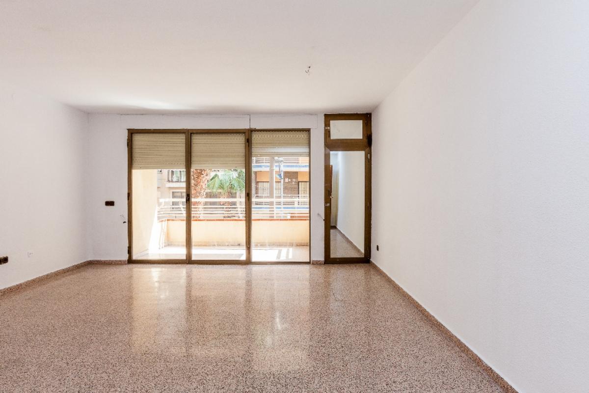 Piso en venta en Bockum, San Vicente del Raspeig/sant Vicent del Raspeig, Alicante, Calle Ancha de Castelar, 158.000 €, 4 habitaciones, 2 baños, 145 m2