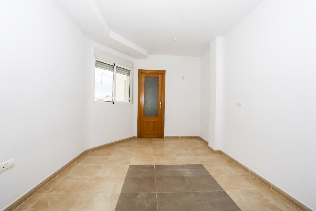 Piso en venta en Bockum, San Vicente del Raspeig/sant Vicent del Raspeig, Alicante, Calle Ancha de Castelar, 90.000 €, 2 habitaciones, 1 baño, 82 m2