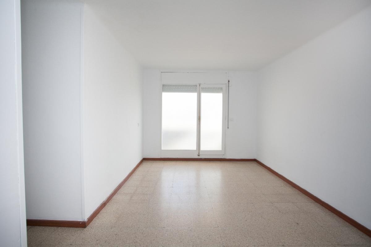 Piso en venta en Salt, Girona, Calle Angel Guimera, 78.000 €, 3 habitaciones, 1 baño, 69 m2