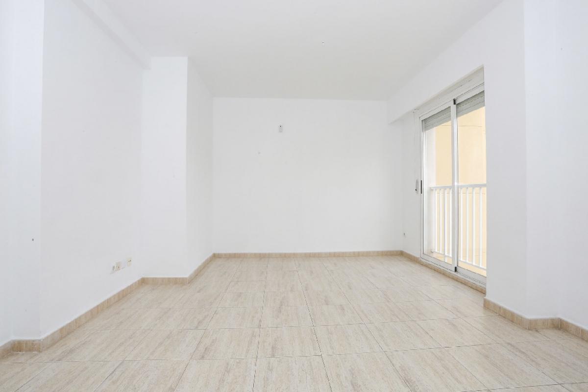 Piso en venta en Marxuquera Baixa, Gandia, Valencia, Avenida Beniopa, 83.000 €, 3 habitaciones, 2 baños, 105 m2
