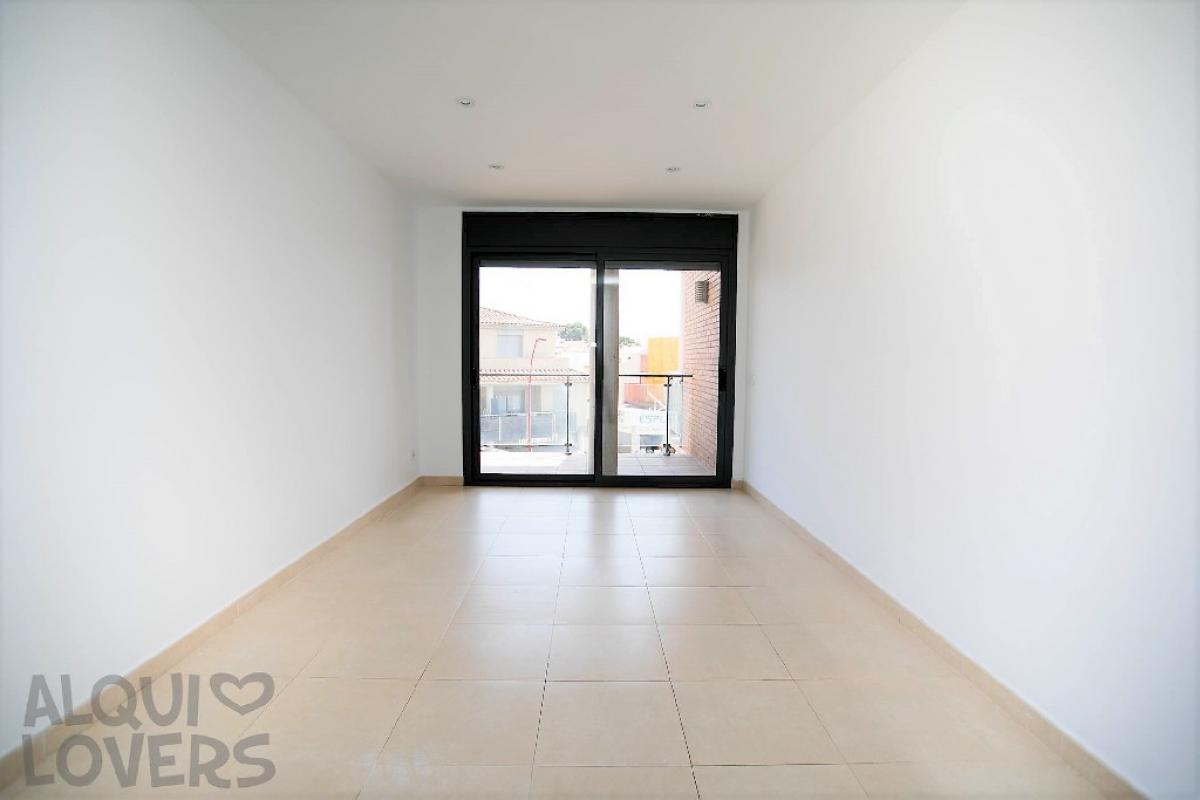 Piso en venta en L` Escala, Girona, Avenida Girona, 278.500 €, 4 habitaciones, 3 baños, 166 m2