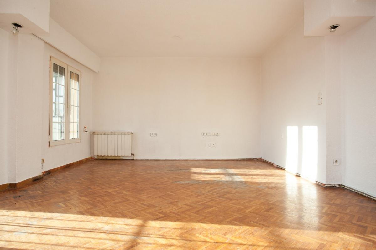Piso en venta en Extramurs, Valencia, Valencia, Avenida Perez Galdos, 211.500 €, 4 habitaciones, 2 baños, 130 m2