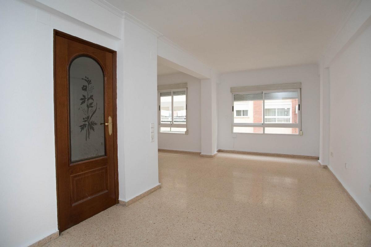 Piso en venta en Jesús, Valencia, Valencia, Avenida Tres Cruces, 122.500 €, 2 habitaciones, 1 baño, 76 m2