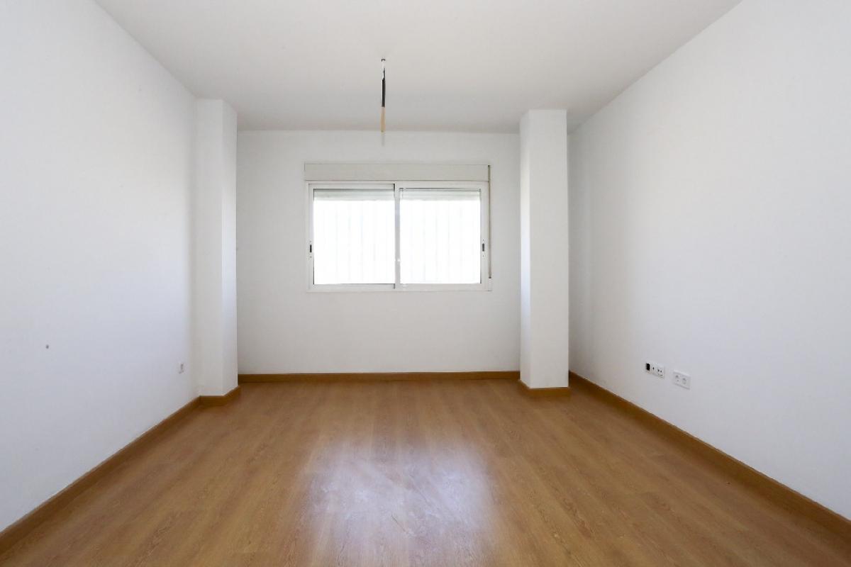 Piso en venta en Urbanización Penyeta Roja, Castellón de la Plana/castelló de la Plana, Castellón, Avenida Villrreal, 54.000 €, 3 habitaciones, 1 baño, 68 m2