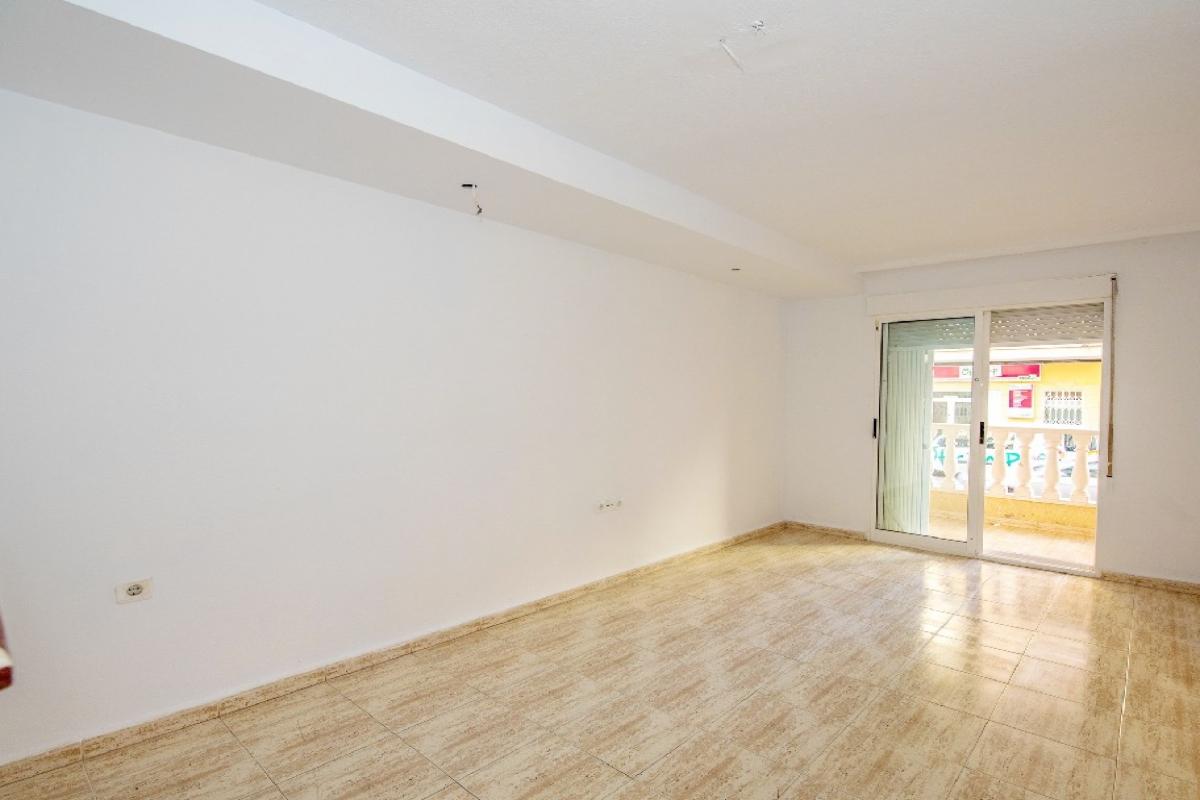 Piso en venta en Urbanización Calas Blancas, Torrevieja, Alicante, Calle Caballero de Rodas, 101.000 €, 3 habitaciones, 2 baños, 75 m2