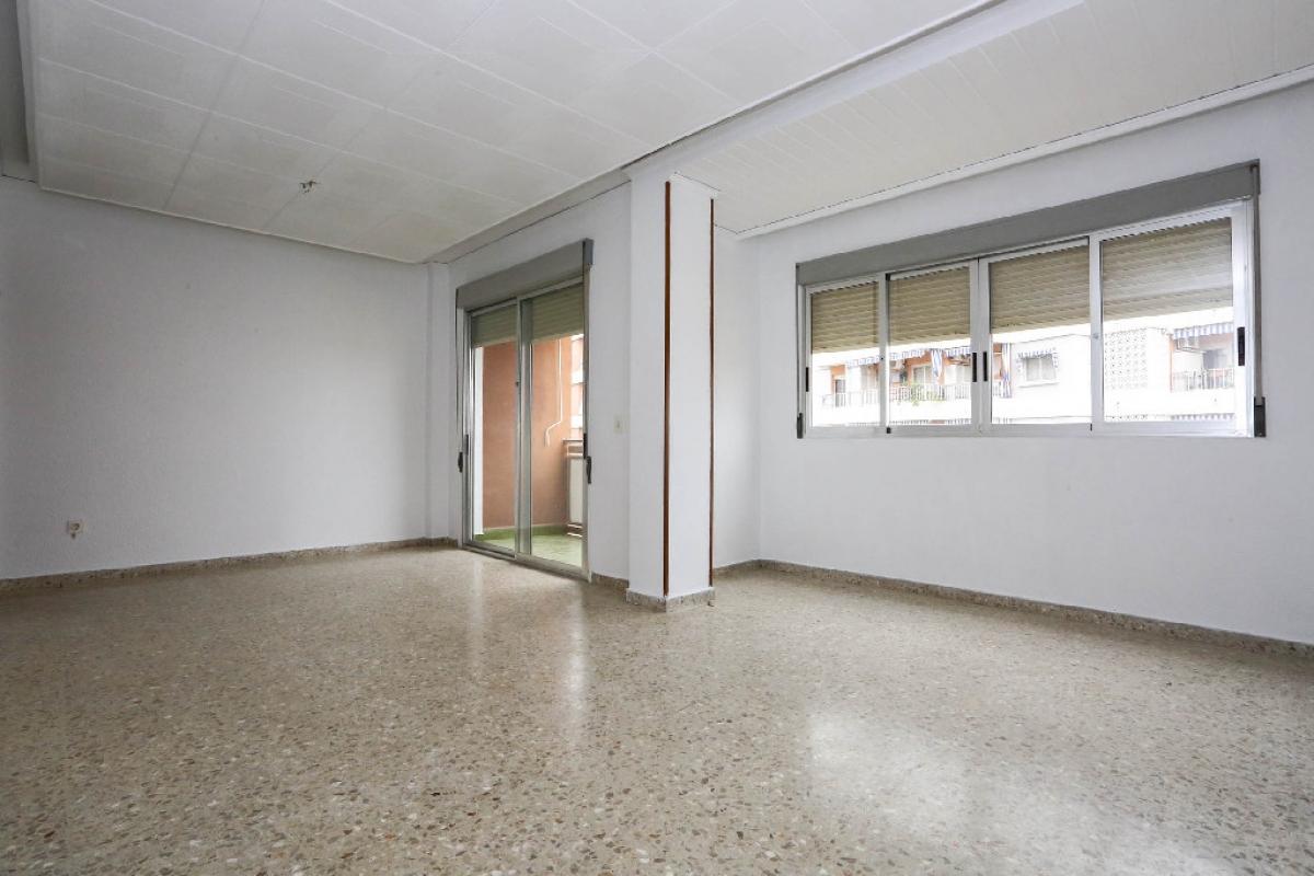 Piso en venta en Gandia, Valencia, Calle Cardenal Cisneros, 66.000 €, 4 habitaciones, 1 baño, 95 m2
