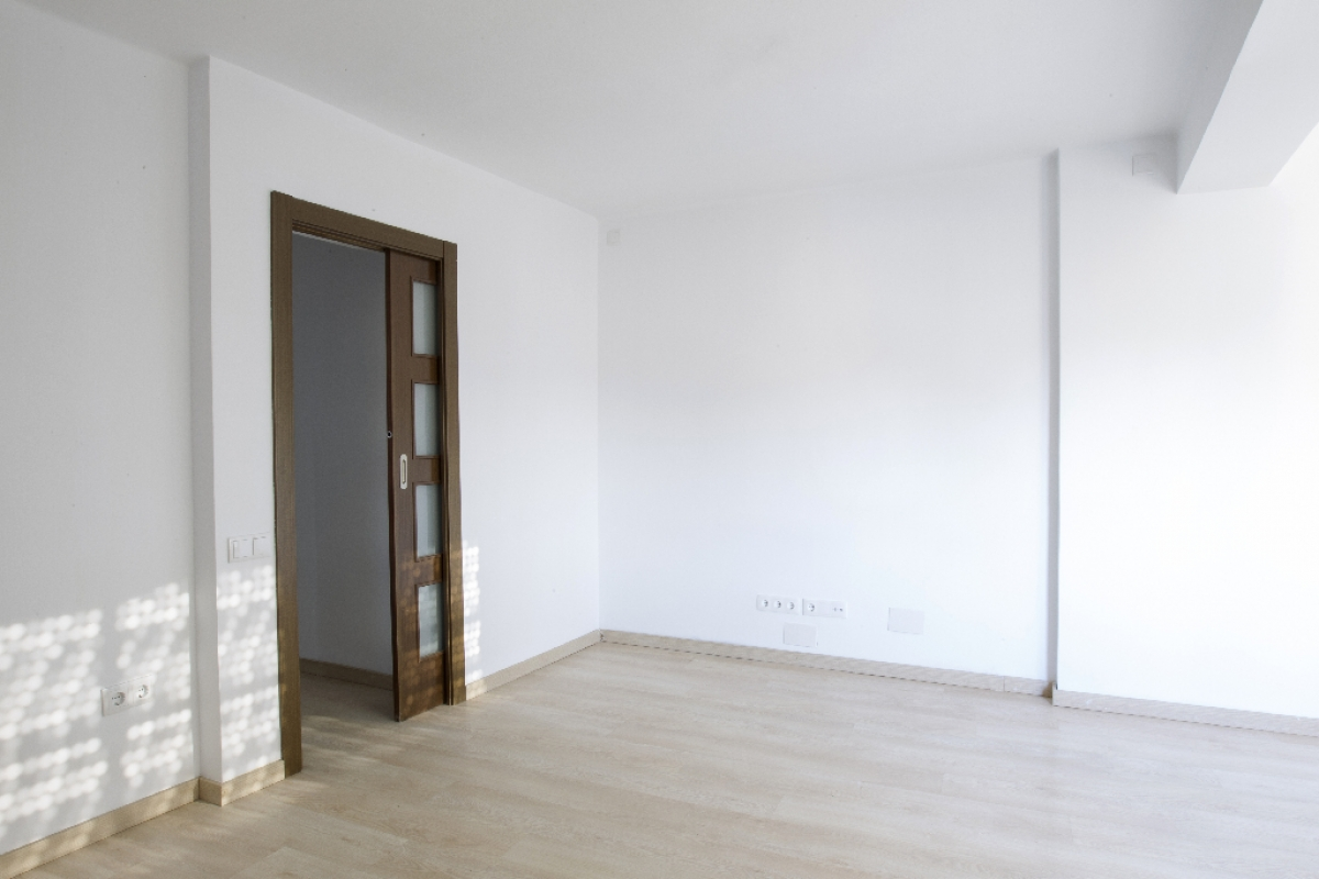 Piso en venta en Barri Gaudí, Reus, Tarragona, Calle Cervantes, 75.000 €, 2 habitaciones, 1 baño, 67 m2