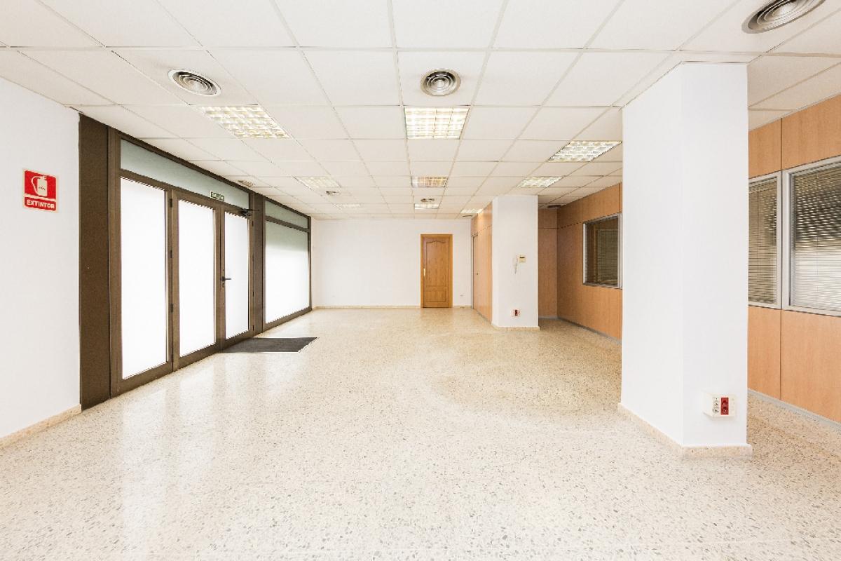 Local en venta en Sants-montjuïc, Barcelona, Barcelona, Calle Cisquer, 214.000 €, 177 m2