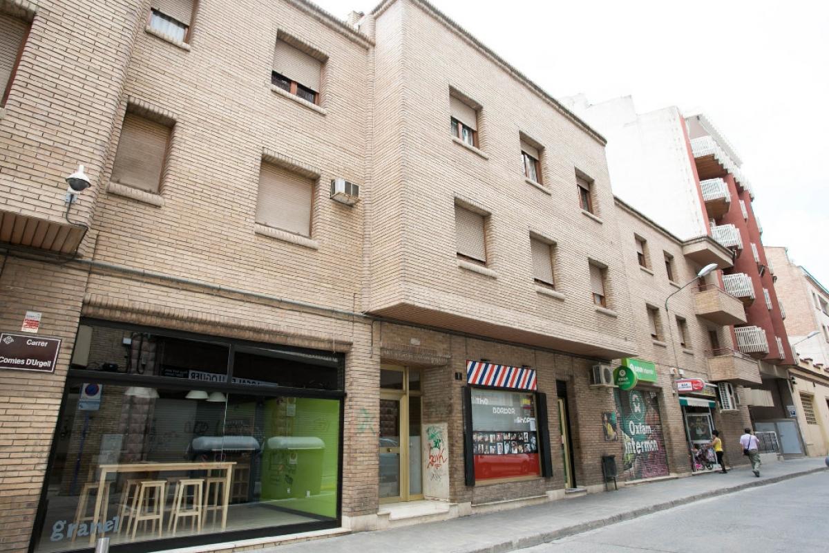 Piso en venta en Príncep de Viana - Clot, Lleida, Lleida, Calle Comptes D` Urgell, 148.500 €, 3 habitaciones, 1 baño, 140 m2