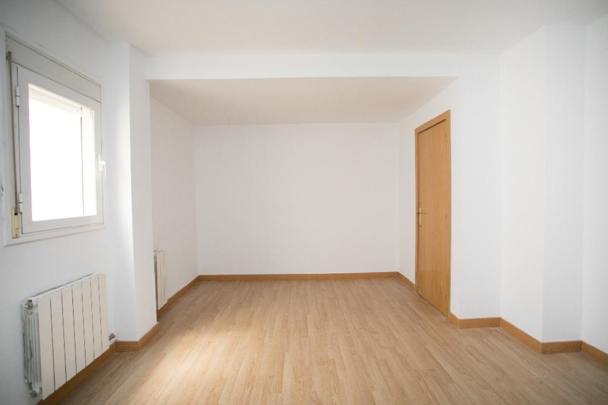 Piso en venta en Vilatenim, Figueres, Girona, Calle Creu de la Ma, 98.500 €, 1 habitación, 1 baño, 73 m2