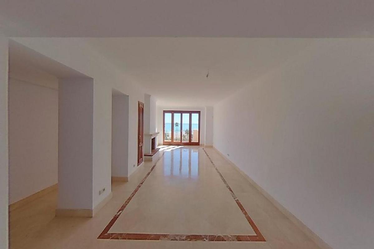 Piso en venta en La Pedrera, Estepona, Málaga, Carretera Cuesta N-340 Bahia del Velerin, 652.500 €, 3 habitaciones, 3 baños, 251 m2