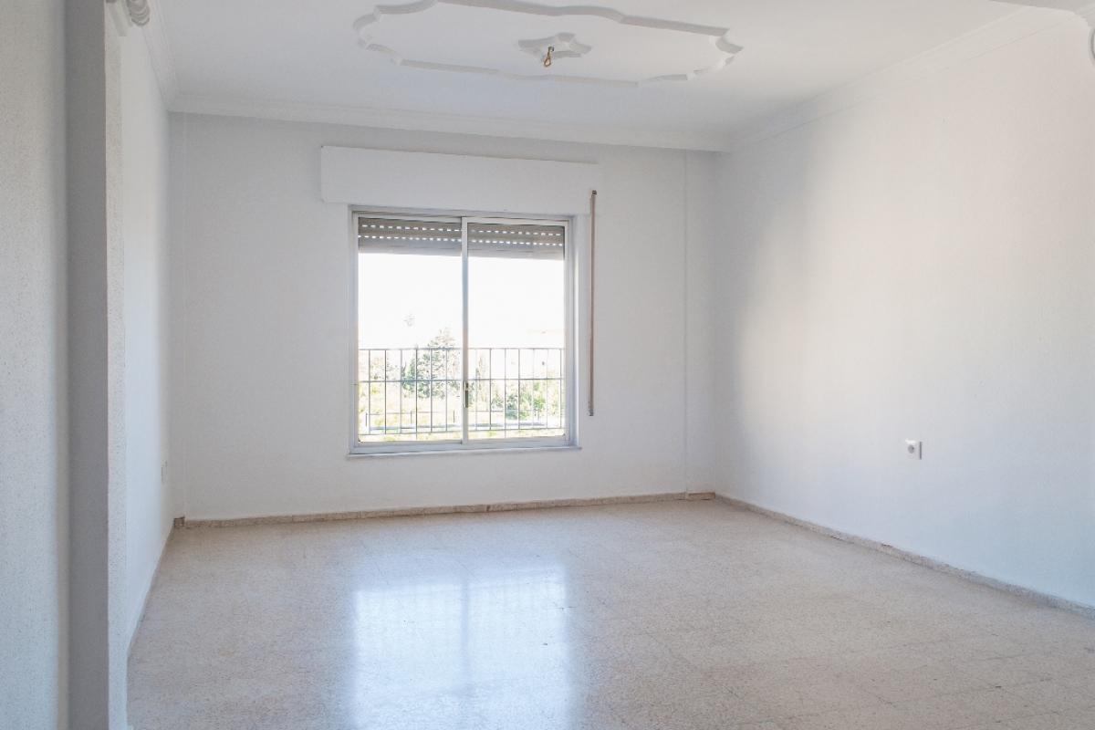 Piso en venta en Los Albarizones, Jerez de la Frontera, Cádiz, Plaza de Zahara, 63.500 €, 3 habitaciones, 1 baño, 89 m2