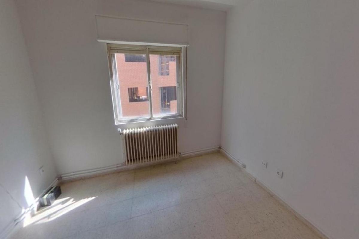 Piso en venta en Candelaria, Zamora, Zamora, Calle Doctor Olivares, 70.000 €, 4 habitaciones, 1 baño, 104 m2