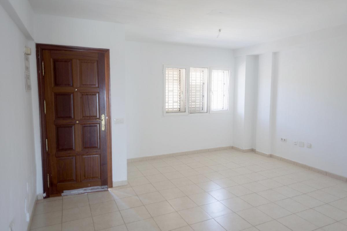 Casa en venta en Suroeste, Santa Cruz de Tenerife, Santa Cruz de Tenerife, Calle El Winche, 124.500 €, 3 habitaciones, 3 baños, 130 m2