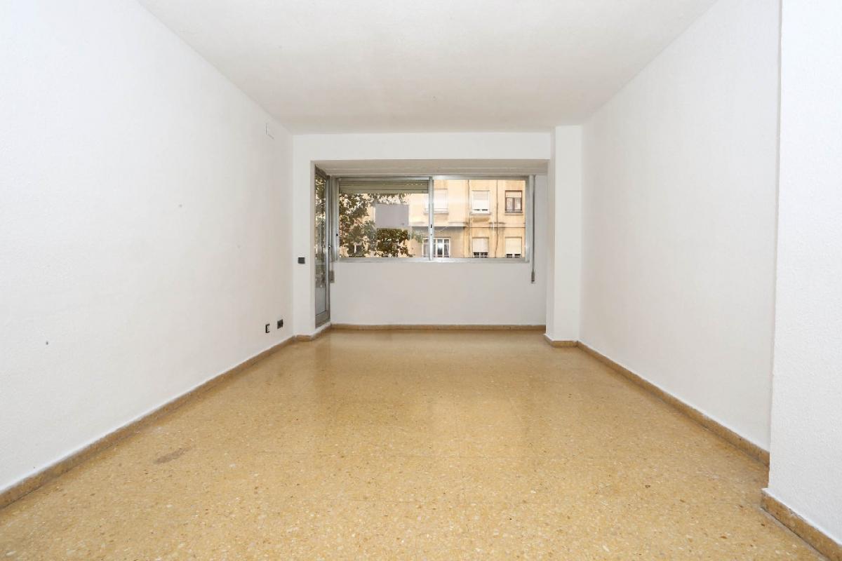 Piso en venta en Quatre Carreres, Valencia, Valencia, Calle Fray Pedro Vives, 185.000 €, 5 habitaciones, 3 baños, 136 m2
