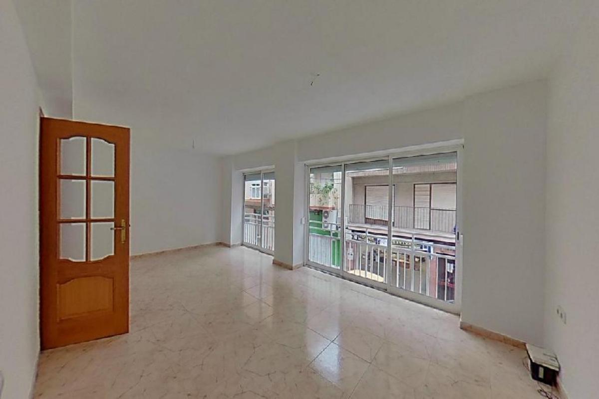Piso en venta en Carolinas Bajas, Alicante/alacant, Alicante, Calle Gasset Y Artime, 86.500 €, 3 habitaciones, 2 baños, 138 m2