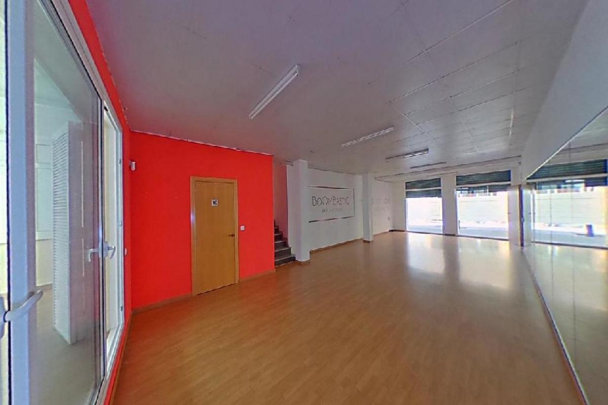 Local en venta en Barri Centre, Sant Boi de Llobregat, Barcelona, Calle Jaume I De, 168.000 €, 129 m2