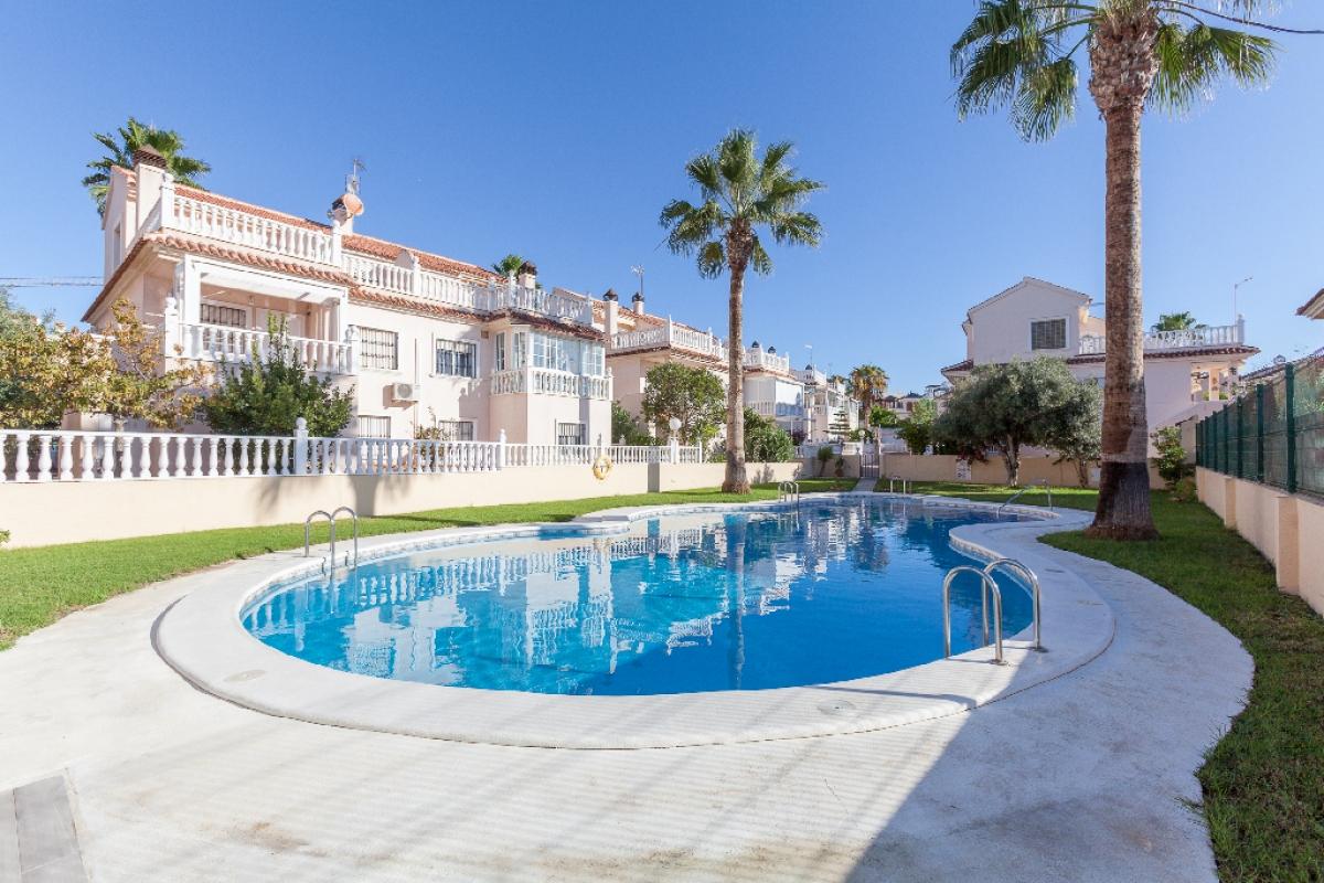 Casa en venta en La Mata, Torrevieja, Alicante, Calle Marconi, 202.000 €, 3 habitaciones, 2 baños, 125 m2