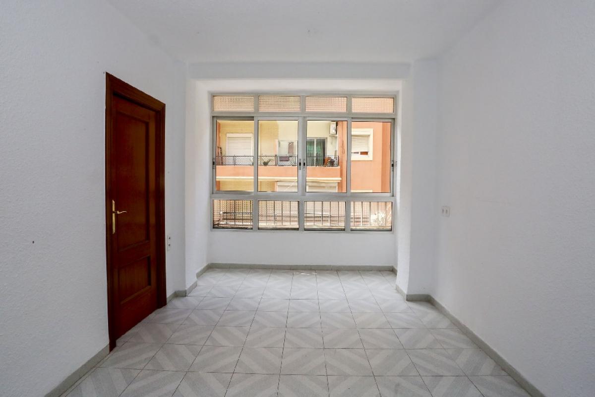Piso en venta en Rascanya, Valencia, Valencia, Calle Padre Viñas, 78.500 €, 3 habitaciones, 1 baño, 78 m2