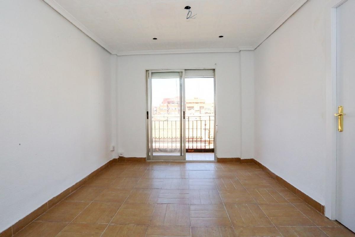 Piso en venta en Rascanya, Valencia, Valencia, Calle Pedro Cabanes, 93.500 €, 5 habitaciones, 1 baño, 66 m2