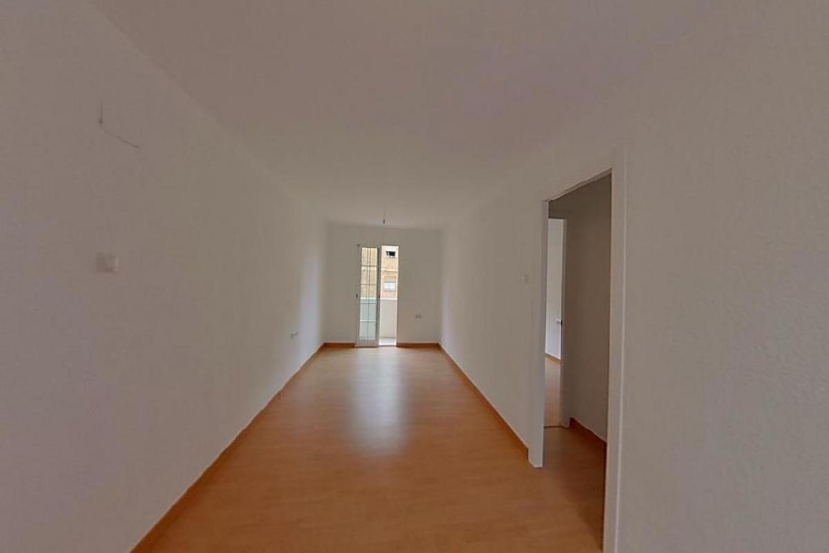 Piso en venta en Rascanya, Valencia, Valencia, Calle Pere Cabanes, 71.500 €, 3 habitaciones, 1 baño, 81 m2