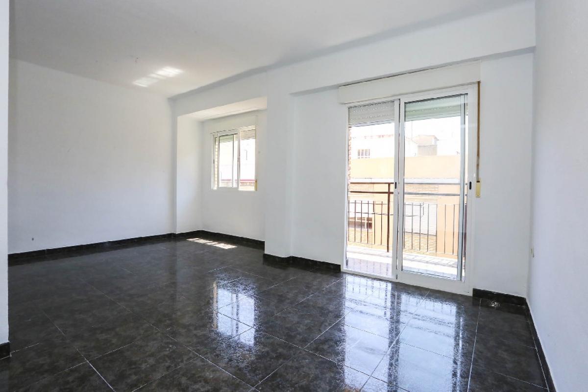 Piso en venta en Gandia, Valencia, Calle Pintor Joan de Joanes, 53.000 €, 3 habitaciones, 1 baño, 87 m2