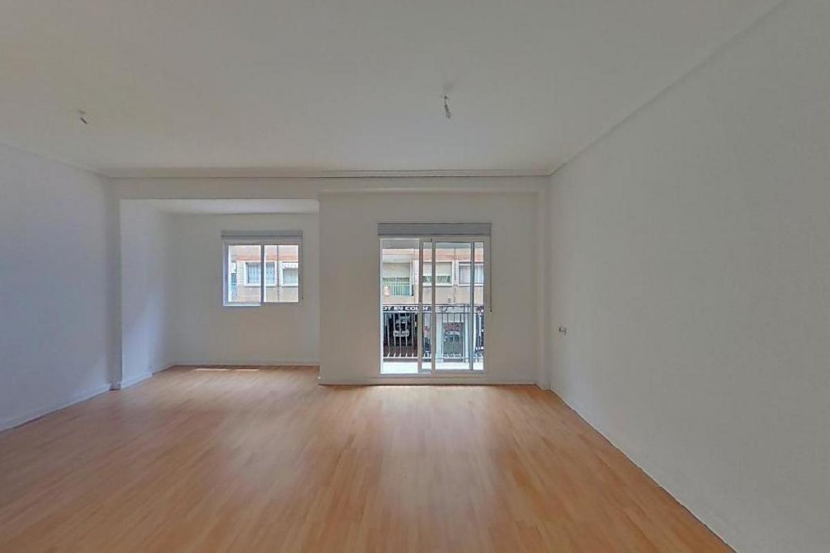 Piso en venta en Benicalap, Valencia, Valencia, Calle Poeta Serrano Clavero, 102.500 €, 2 habitaciones, 1 baño, 86 m2