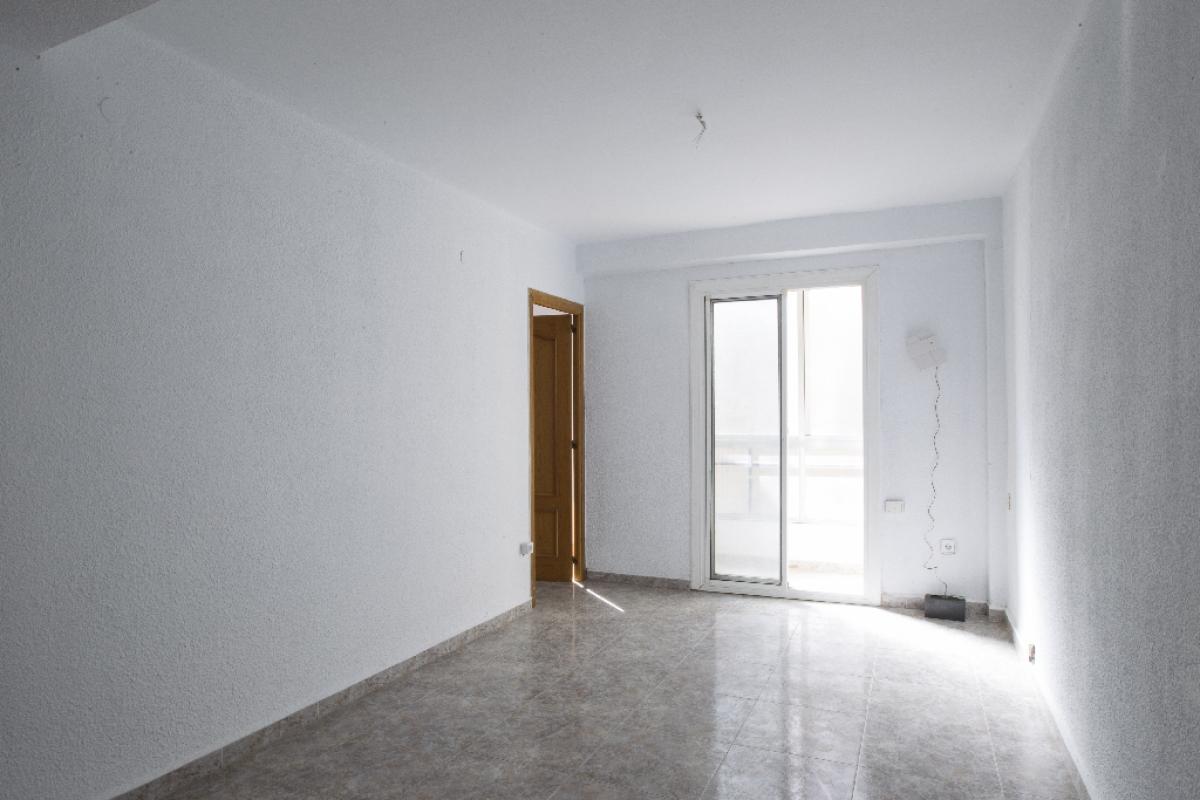 Piso en venta en Sant Josep Obrer, Reus, Tarragona, Calle Roig, 88.000 €, 3 habitaciones, 1 baño, 78 m2