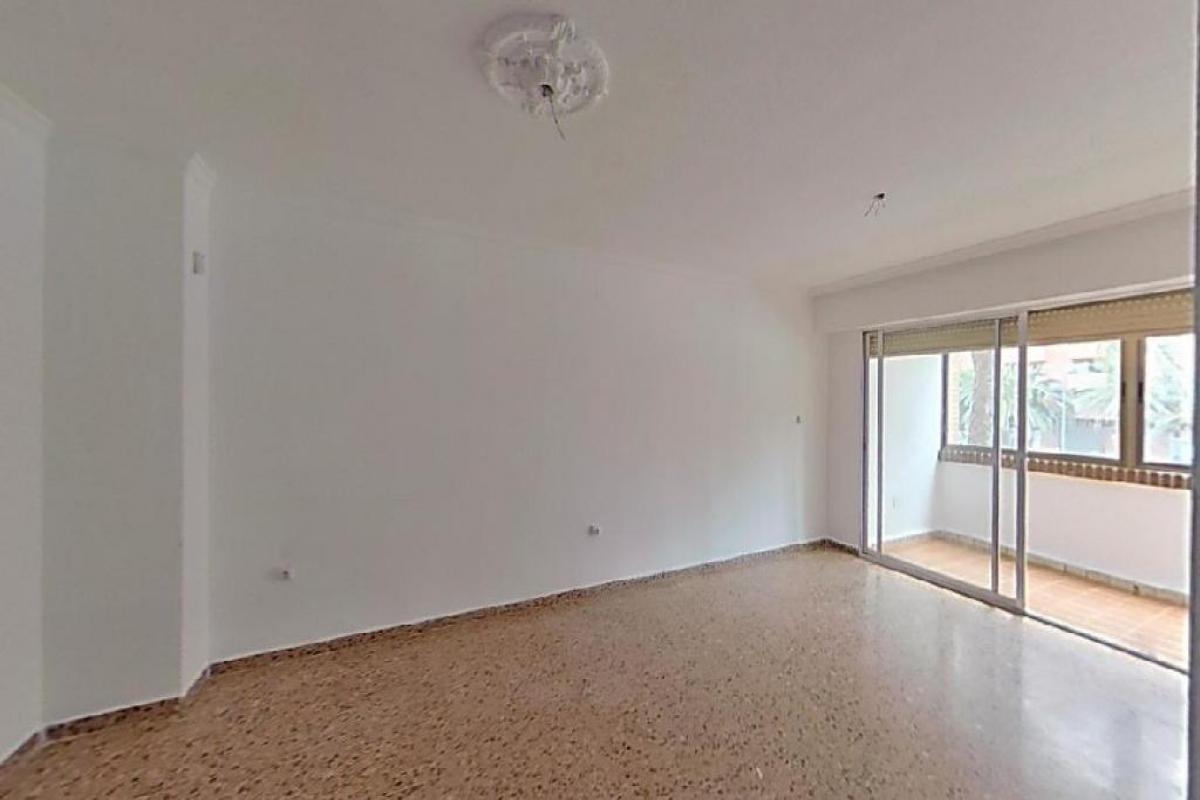 Piso en venta en Quatre Carreres, Valencia, Valencia, Calle Ruben Vela, 195.000 €, 2 habitaciones, 1 baño, 145 m2