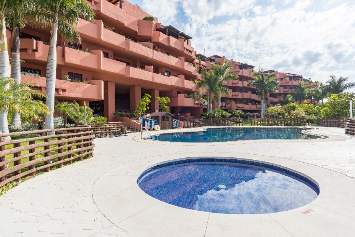 Piso en venta en Estepona, Málaga, Calle Sefardi, 334.500 €, 2 habitaciones, 2 baños, 129 m2