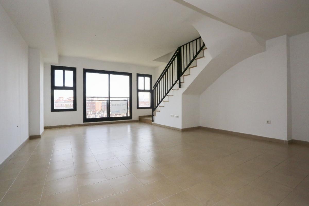 Piso en venta en Grupo San Pedro, Castellón de la Plana/castelló de la Plana, Castellón, Calle Serradal, 156.500 €, 3 habitaciones, 2 baños, 150 m2